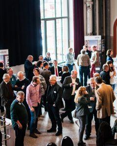 Bauexperten unterhalten sich auf dem Deutschen Geotechnik-Konvent